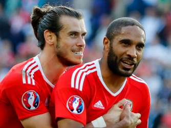 Gareth Bale und Ashley Williams.