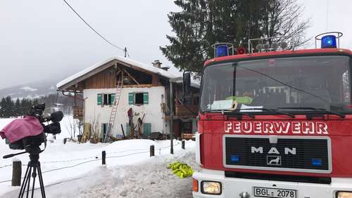 Video: Brand in Einfamilienhaus - Mann tot geborgen