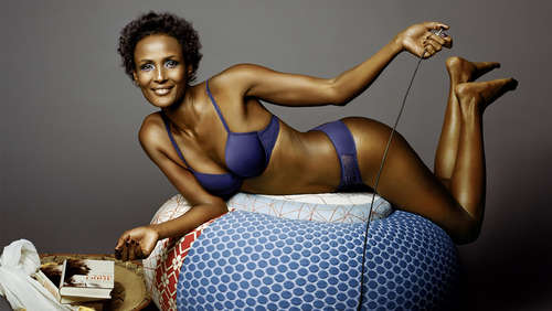 Waris Dirie in sexy Dessous