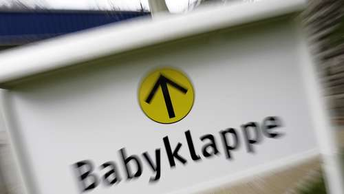 Säugling stirbt nach Fund in Babyklappe
