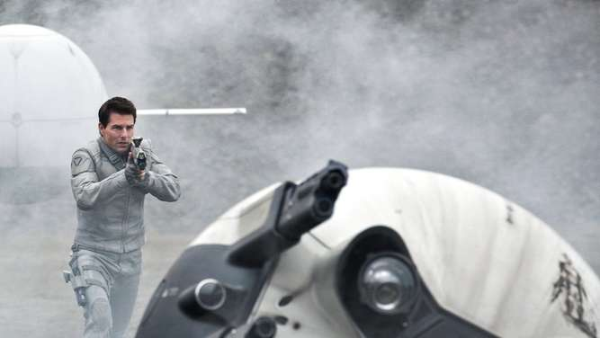 "Tom Cruise in ""Oblivion"""