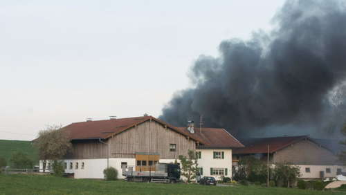 Kirchanschöring: Garage in Vollbrand