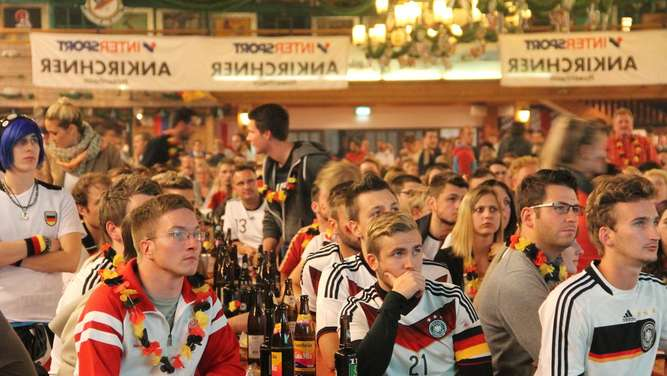 Public Viewing in der Rosenheimer Inntalhalle