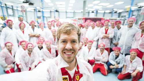 Operation läuft: Vettel-Selfie in der Ferrari-Schmiede
