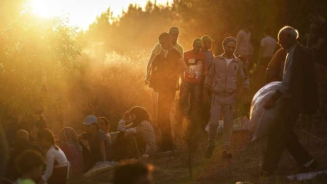 TOPSHOTSSyrian refugees and migrants gather near the highway on September 15, 2015, on their way to the border between Turkey and Bulgaria in the northwestern Turkish city of Edirne. Over half a million migrants have crossed the European Union&#39s border so far this year, up from 280,000 in 2014, the bloc&#39s Frontex border agency said on September 15, 2015 -- but warned some people may have been counted twice. AFP PHOTO / BULENT KILIC