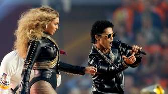 Broncos holen Super Bowl - Beyoncé und Co. rocken Halftime Show