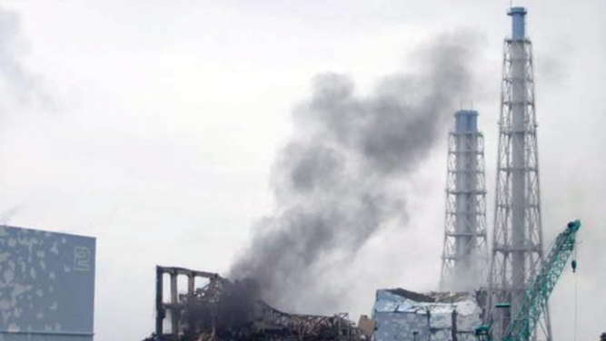 "FILE - epa05168003 A handout image made available on 21 March 2011 by Japanese Fukushima nuclear plant operator Tokyo Electric Power Co shows smoke rising from reactor number three of the number one of Tokyo Electric Power Co. (TEPCO) Fukushima Daiichi nuclear power plant. The fifth anniversary of the Great East Japan Earthquake will be marked on 11 March 2016. The 9.0-magnitude earthquake that struck 11 March 2011 and triggered a tsunami claimed the lives of an estimated 15,000 people, and led to a nuclear accident on a level that had not been seen since Chernobyl in 1986. EPA/TEPCO / HANDOUT BEST QUALITY AVAILABLE EDITORIAL USE ONLY / NO SALES HANDOUT EDITORIAL USE ONLY/NO SALES (zu dpa Themenpaket ""5 Jahre nach der Atomkatastrophe von Fukushima"" vom 04.03.2016) +++(c) dpa - Bildfunk+++"