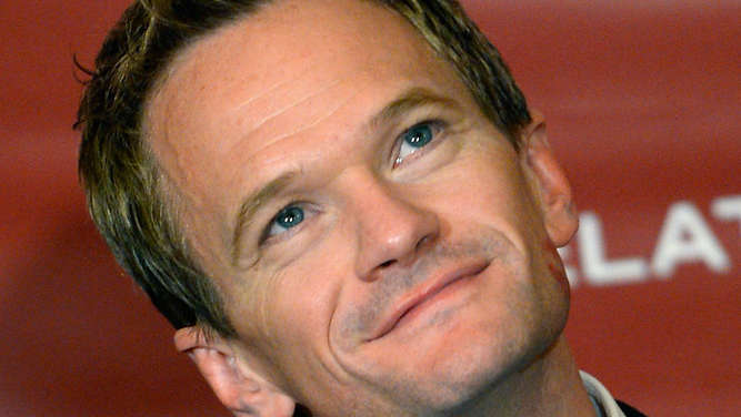 "Neil Patrick Harris spielt in der Serie ""How I Met Your Mother"" Barney Stinson."