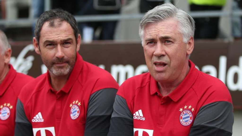 Paul Clement (l.) gilt als Kandidat auf den Trainerposten bei Swansea City. Foto: Daniel Karmann