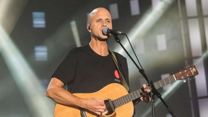 Der belgische Songwriter Milow beim Public Viewing zum ESC 2019 in hamburg. Foto: Daniel Bockwoldt