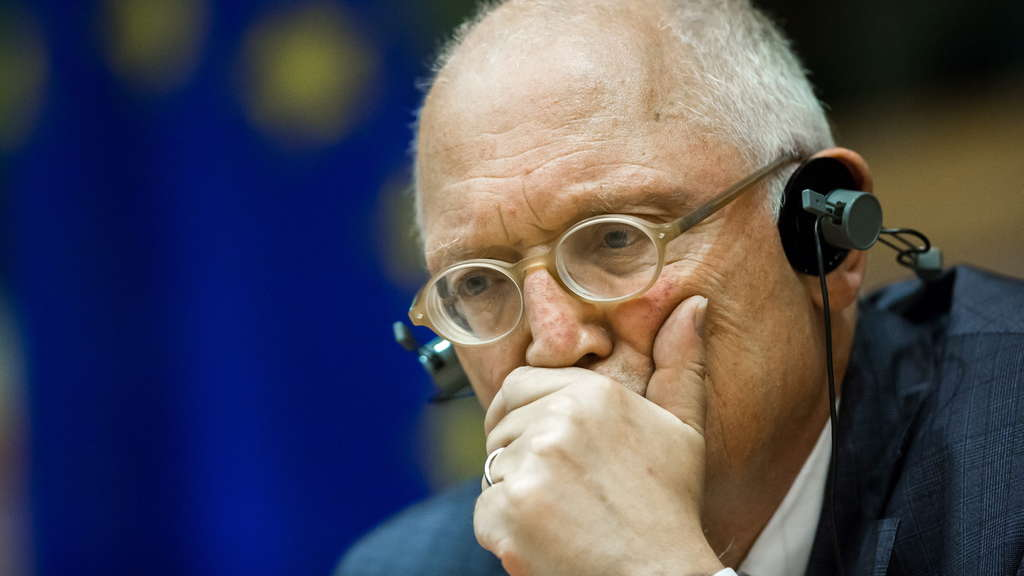 Guenter Verheugen appears before emissions scandal investigative